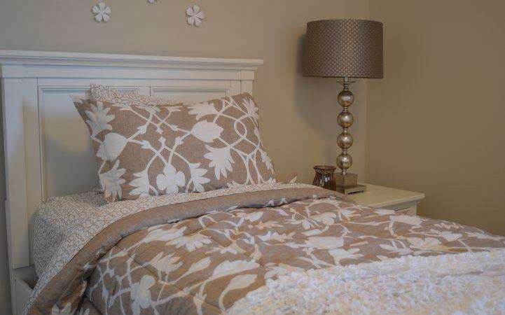 Łóżka pojedyncze z materacem czy bez?